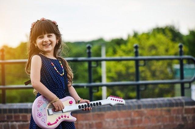 Kinder lernen Singen